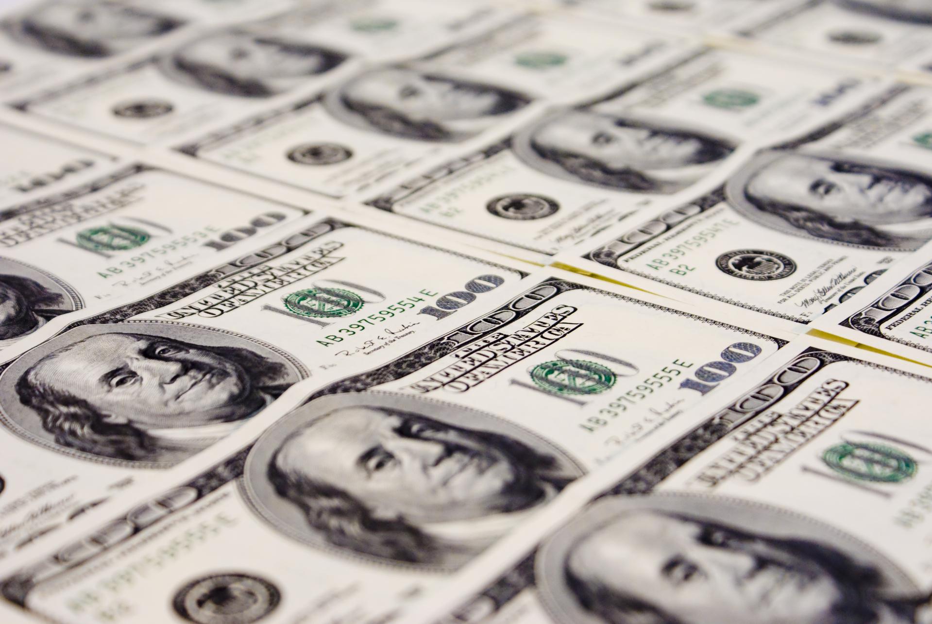 Dólar encerra em queda de 1,797%, cotado em R$ 5,3599