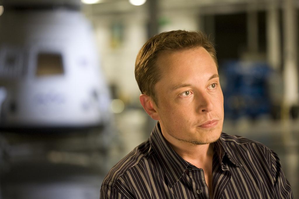 Elon Musk diz que Tesla vai cortar 7% dos funcionários