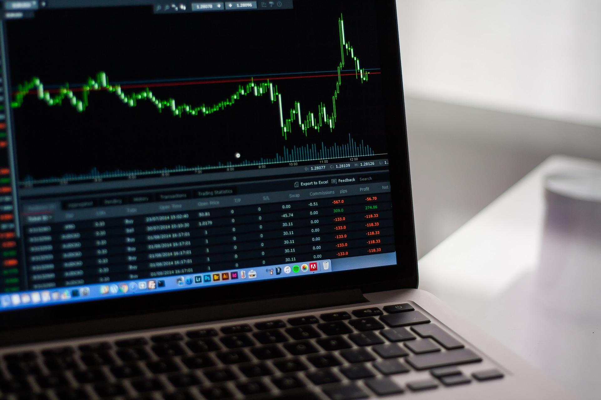 Forte queda dos futuros do Ibovespa e alta do dólar após Datafolha e em meio a tensão comercial global