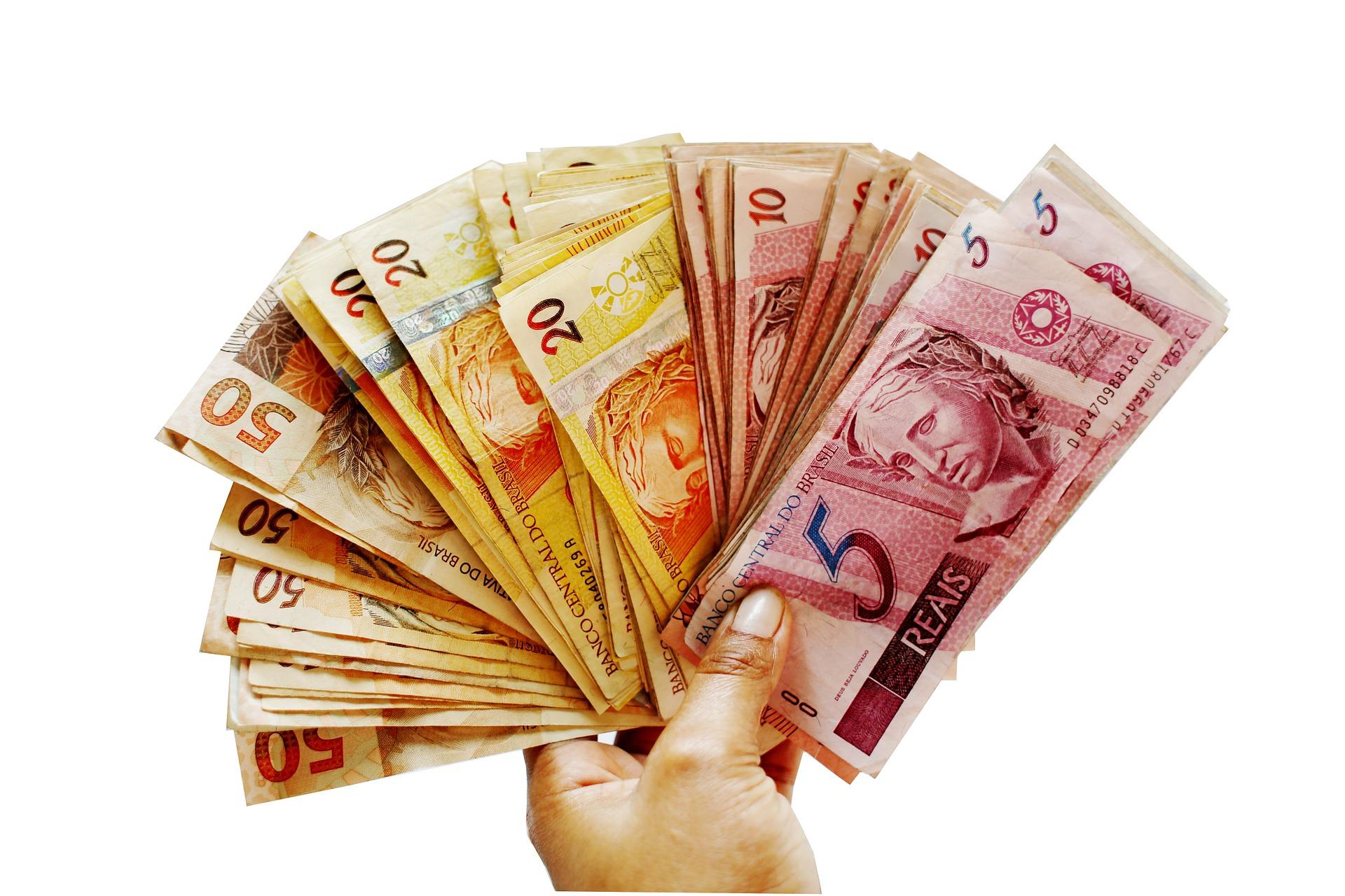 Economia do Brasil deve ter um acréscimo de R$211,2 bilhões com 13°