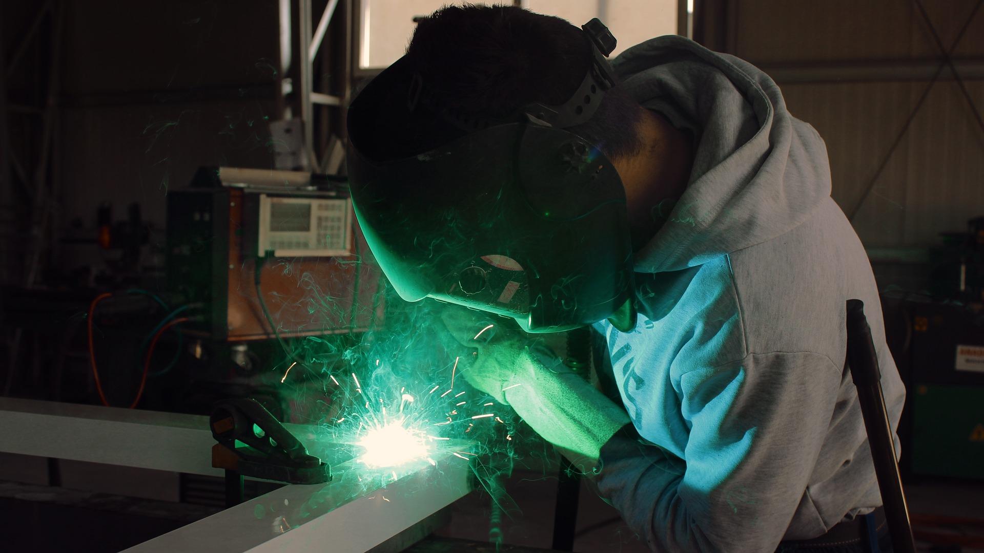 Produção industrial tem crescimento no mês de outubro, aponta CNI