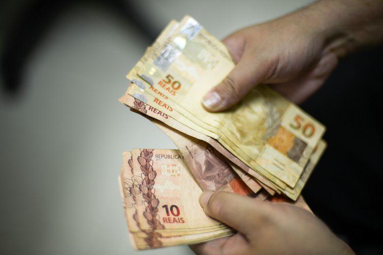 Salários mundiais têm pior crescimento desde 2008, segundo a OIT