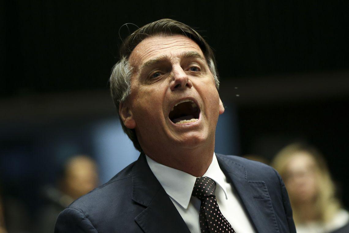 """Bolsonaro: """"Não podemos querer salvar o Brasil matando idoso"""""""