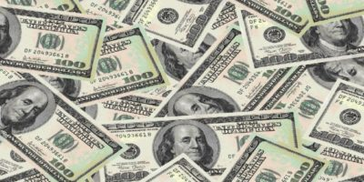 Dólar inicia em alta, com possibilidade de retomada de negociações entre EUA e China
