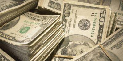 Dólar em alta com fala do presidente do Fed e economia da reforma no radar