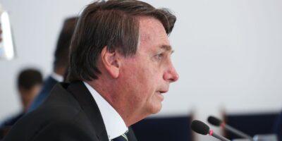 Bolsonaro vai determinar reversão da bandeira de escassez hídrica, que aumentou conta de luz
