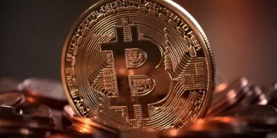 Bitcoin cai 4% após China declarar ilegais todas as transações com criptomoedas