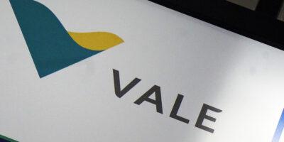 Ibovespa abre em queda com minério de ferro e IOF no radar; Vale (VALE3) cai 3%