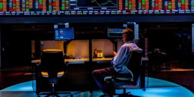 Selic: aumento da taxa de juros pode beneficiar ações; entenda