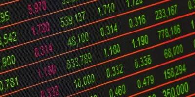 Ibovespa abre em leve alta, com mercado de olho no Orçamento e bolsas mundiais