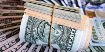 Dólar tem leve alta de 0,07%, negociado abaixo dos R$ 5,30