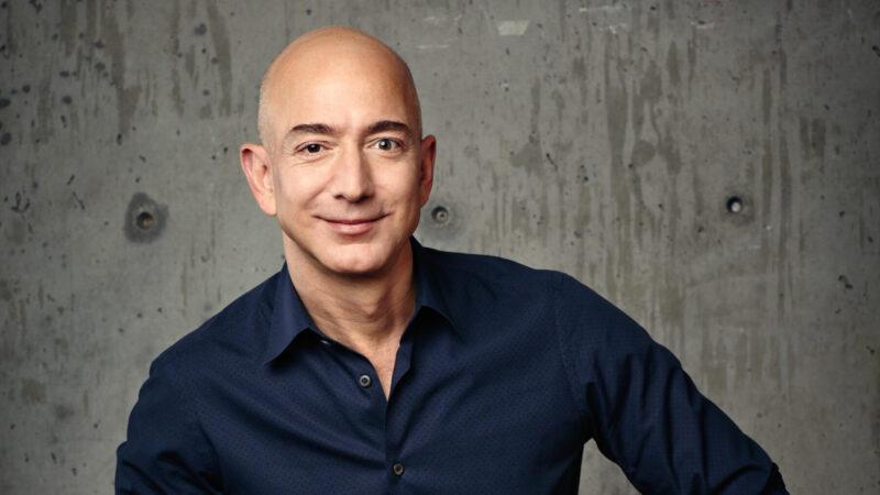 Jeff Bezos porterà l'attore di Star Trek nello spazio il prossimo giorno 12