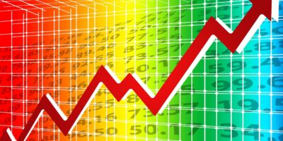 Ibovespa sobe 0,8% em dia de baixa liquidez; Petrobras (PETR4) e bancos sustentam alta