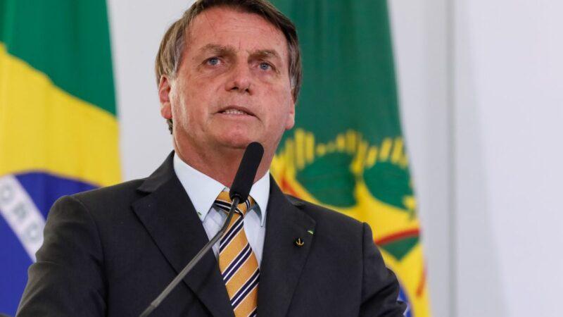 Bolsonaro é internado em hospital de São Paulo para tratar obstrução intestinal