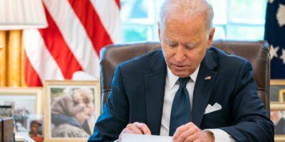 Biden diz que não pode garantir desfecho positivo sobre impasse do calote da dívida nos EUA