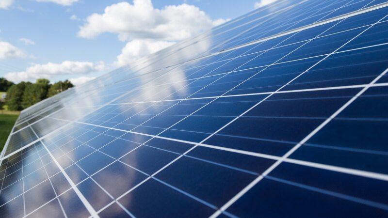Câmara aprova PL que derruba isenção de impostos para consumidores de energia solar