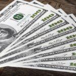 Dólar opera em alta com leilões do BC e cenário externo