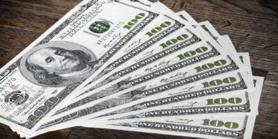 Dólar fecha estável à espera da decisão do Fed