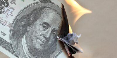 Guardar dólar em casa é uma boa ideia? Veja por que não é