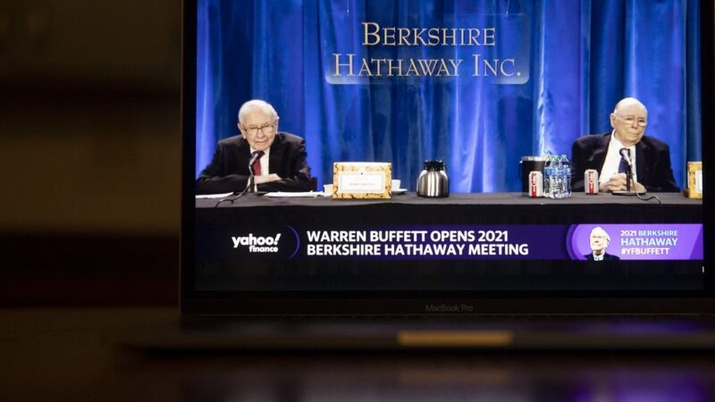 Warren Buffett rejeita preocupação por possível alta de imposto corporativo nos EUA