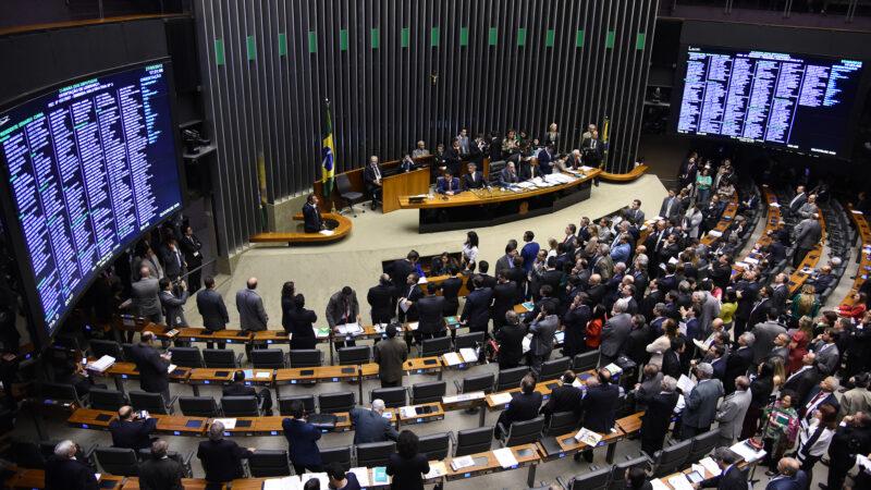 Comissão na Câmara aprova admissibilidade da PEC dos Precatórios
