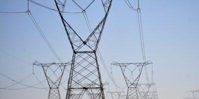 Ibovespa abre em alta, mas elétricas recuam em bloco; CPFL Energia (CPFE3) cai 2%