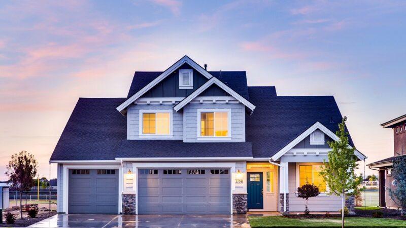 Taxas de crédito imobiliário seguem em patamares baixos, mesmo com aumento da Selic, segundo Abrainc