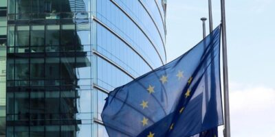 Bolsas europeias fecham em alta, com impulso após discurso do presidente do Fed