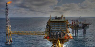Petróleo atinge máxima desde 2014 com entrave na Opep