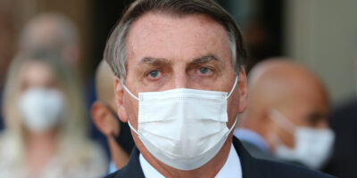 Bolsonaro sanciona com vetos lei que quebra patentes de vacinas