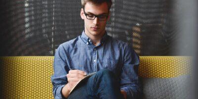 Geração Z investe menos e pior quando comparada a millennials, diz pesquisa