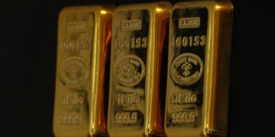 Ouro termina o dia com leve queda, em sessão de agenda macroeconômica esvaziada