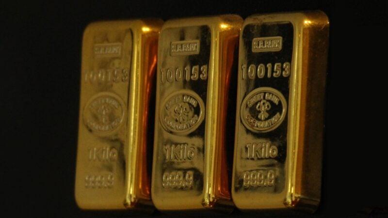 Ouro retorna ao patamar de US$ 1,8 mil após dado de inflação nos EUA