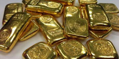 Ouro recua pressionado pela alta dos juros dos treasuries e do dólar