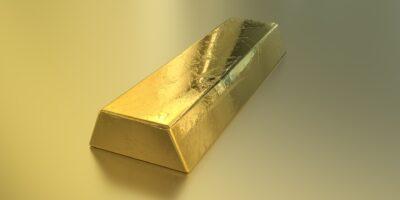 Ouro fecha em baixa após sequência de ganhos, com dados positivos do EUA