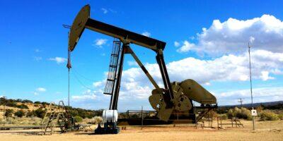Petróleo fecha em alta pela 4ª sessão seguida e tem 5ª semana de ganhos