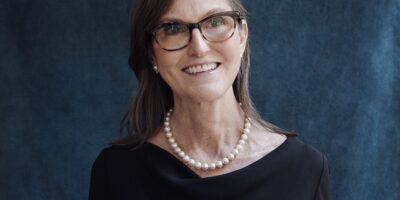 """Conheça Catherine Wood, a """"gestora de Deus"""" que está revolucionando Wall Street"""