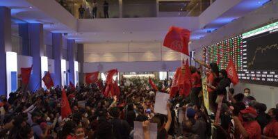 MTST na B3: manifestantes invadem sede da Bolsa de Valores em protesto contra a fome e desigualdade