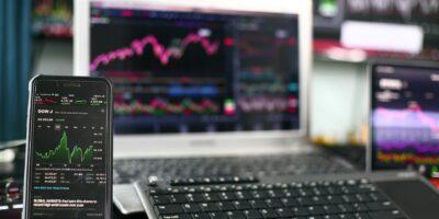 S&P 500 ameniza queda após fortes dados do varejo em agosto