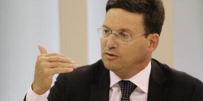 Auxílio Brasil será de R$ 300 mensais e terá 17 milhões de beneficiários, diz ministro Roma